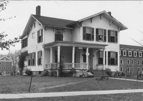 Historic photo of Tenney Cottage